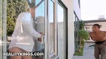 Imagen Riley Reid betrügt ihren Freund mit einem gut ausgestatteten schwarzen Mann