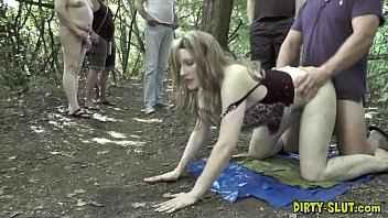 Imagen Gangbang im Wald mit der deutschen Nikki Slutwife