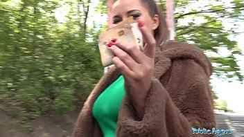 Imagen Die Russin Anna Polina fickt mit einem Fremden gegen Geld